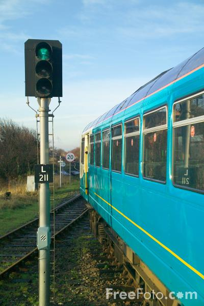 Picture of Railway Signals, Signalbox and Level Crossing - Free Pictures - FreeFoto.com