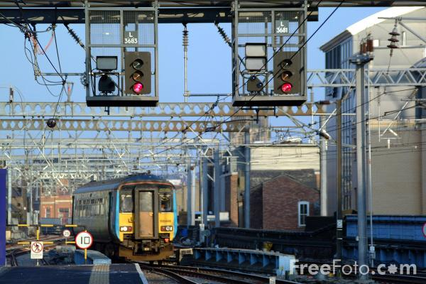 Picture of Signals, Leeds Station - Free Pictures - FreeFoto.com
