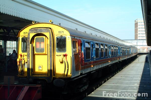 Picture of South West Trains slam door stock, Portsmouth Harbour Station - Free Pictures - FreeFoto.com