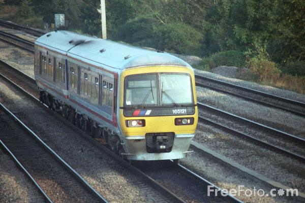 Picture of Thames Trains Class 165 service near Didcot - Free Pictures - FreeFoto.com