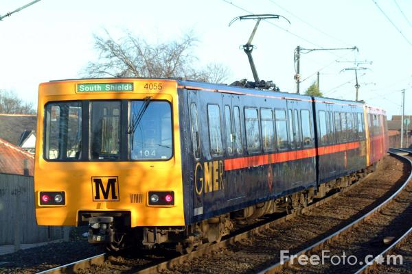 Picture of GNER liveried Metro train at Kenton Bank Foot - Free Pictures - FreeFoto.com