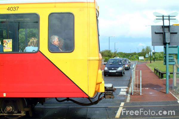 Picture of Level Crossing, Callerton Parkway, Tyne - Free Pictures - FreeFoto.com