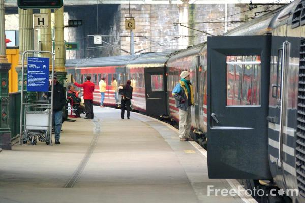 Picture of Virgin Trains High Speed Train at Edinburghe - Free Pictures - FreeFoto.com