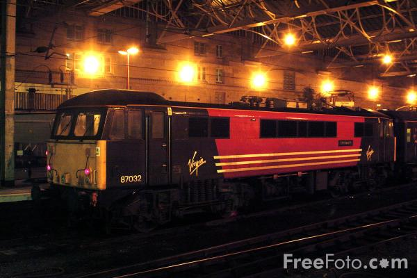 Picture of Class 87 Electric locomotive on a Virgin Trains WCML service at Carlisle - Free Pictures - FreeFoto.com