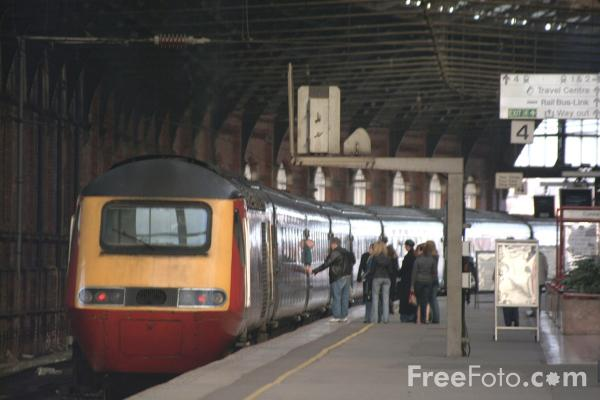 Picture of Virgin Trains HST passing Low Fell, Gateshead - Free Pictures - FreeFoto.com
