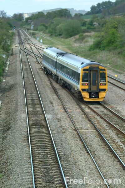 Picture of Virgin Trains Class 158 south of Gloucester - Free Pictures - FreeFoto.com