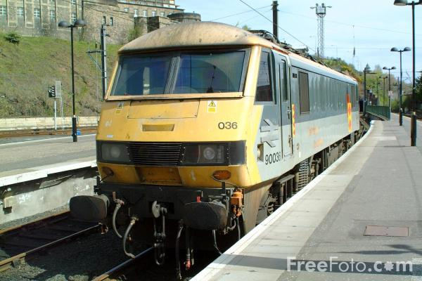 Picture of Class 90 90036 at Edinburgh station - Free Pictures - FreeFoto.com