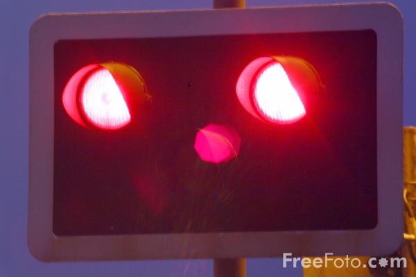 Picture of Level Crossing Warning Lights - Free Pictures - FreeFoto.com
