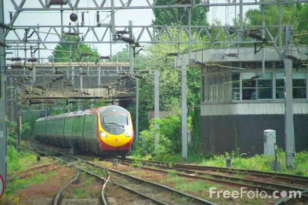 Picture of Virgin Class 390 Pendolino - Free Pictures - FreeFoto.com