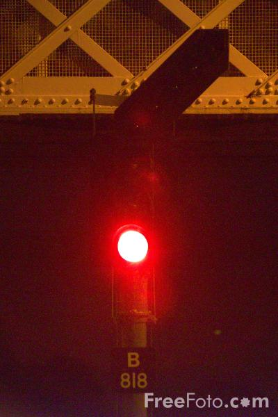 Picture of Red Railway / Railroad Signal - Free Pictures - FreeFoto.com