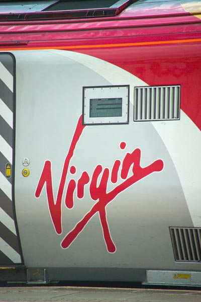 Picture of Virgin Voyager Class 220 DMU - Free Pictures - FreeFoto.com