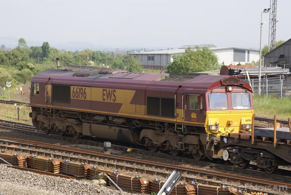 Picture of EWS Class 66 66196 - Free Pictures - FreeFoto.com