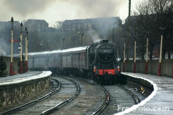 Picture of LMS Class 8F 2-8-0 48773 at Ramsbottom - Free Pictures - FreeFoto.com
