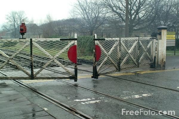 Picture of Level Crossing, Ramsbottom - Free Pictures - FreeFoto.com