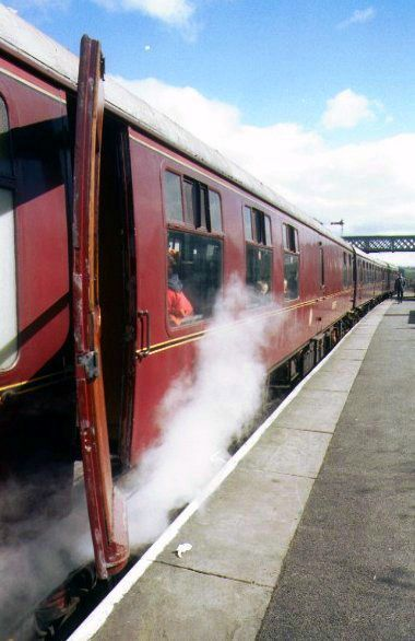 Picture of Steam heated BR MK1 Maroon Carriage - Free Pictures - FreeFoto.com