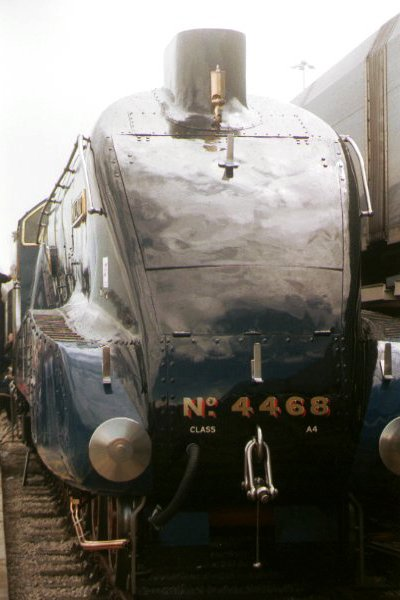 Picture of LNER A4 4-6-2 4468 Mallard at Doncaster Railfest 1998 - Free Pictures - FreeFoto.com