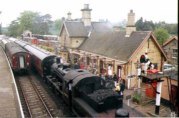 Picture of LMS 2MT 2-6-0 46443 at Arley Station - Free Pictures - FreeFoto.com