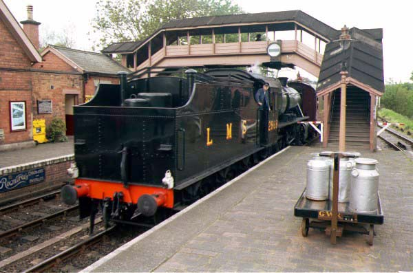 Picture of LMS 5P 2-6-0 2968 enters Bewdley station - Free Pictures - FreeFoto.com