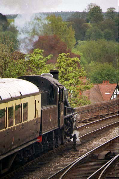 Picture of LMS 2MT 46443 leaves Bewdley station - Free Pictures - FreeFoto.com