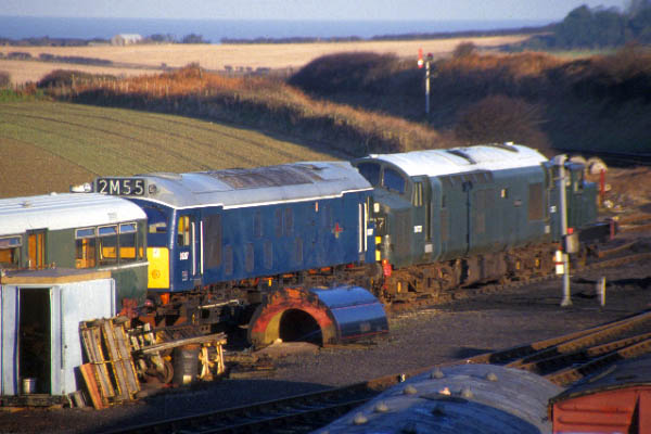 Picture of Weybourne Yard - Free Pictures - FreeFoto.com