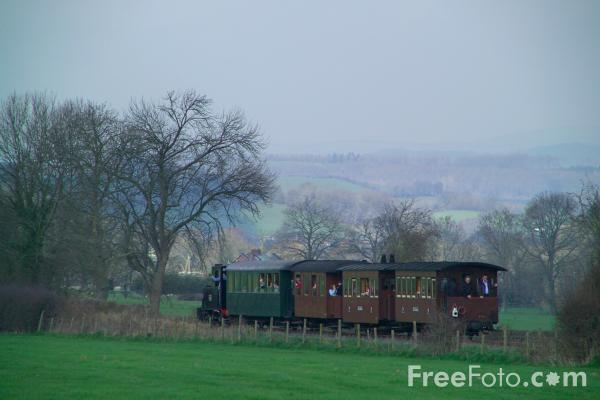 Picture of 822 The Earl, Level Crossing, Welshpool and Llanfair Railway - Free Pictures - FreeFoto.com