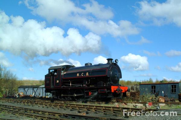 Picture of 1954 built RSH No38 0-6-0ST leaves Marley Hill Shed. - Free Pictures - FreeFoto.com