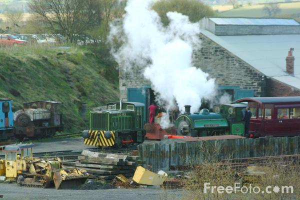 Picture of 1948 built RSH No7409 Sir Cecil Cochrane 0-4-0ST leaves Marley Hill Shed - Free Pictures - FreeFoto.com