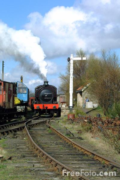 Picture of 1943 built RSH No38 0-6-0ST leaves Marley Hill Shed - Free Pictures - FreeFoto.com