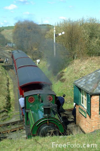 Picture of 1948 built RSH No7409 Sir Cecil Cochrane 0-4-0ST on Marley Hill Shed - Free Pictures - FreeFoto.com