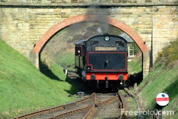 Picture of 1943 built RSH No38 0-6-0ST enters St Andrews House station, Tanfield Railway - Free Pictures - FreeFoto.com