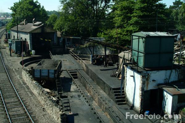 Picture of Swanage engine shed and turntable - Free Pictures - FreeFoto.com