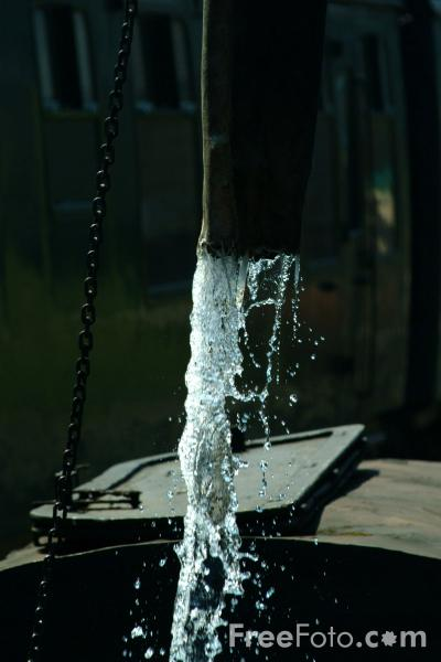 Picture of watering a steam locomotive - Free Pictures - FreeFoto.com
