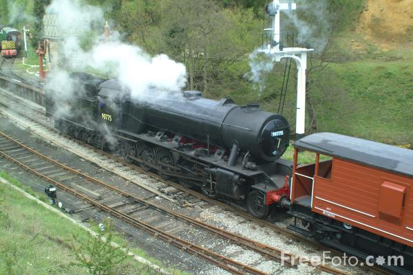 Picture of War Department Austerity 2-10-0 90775 on a goods train at Goathland - Free Pictures - FreeFoto.com