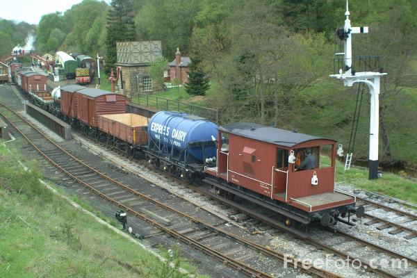 Picture of War Department Austerity 2-10-0 90775 on a freight train at Goathland - Free Pictures - FreeFoto.com