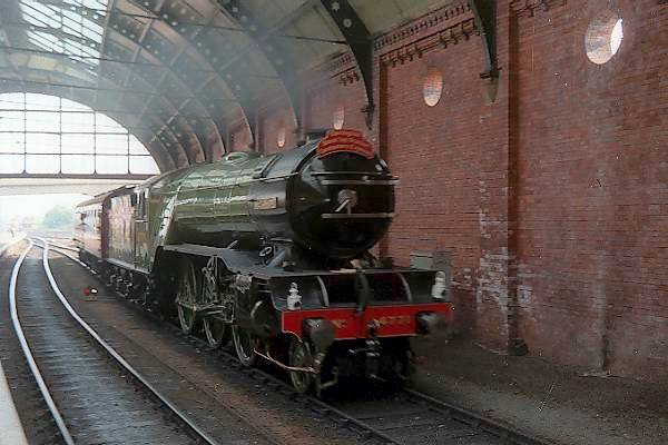 Picture of 4771 Green Arrow at Darlington Station - Free Pictures - FreeFoto.com