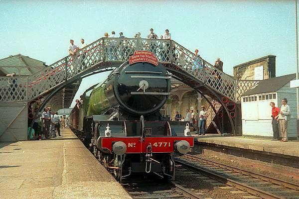 Picture of 4771 Green Arrow at Hexham Station - Free Pictures - FreeFoto.com