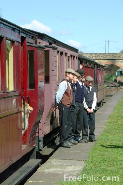 Picture of Victorian Theme Day, St Andrews House Station - Free Pictures - FreeFoto.com
