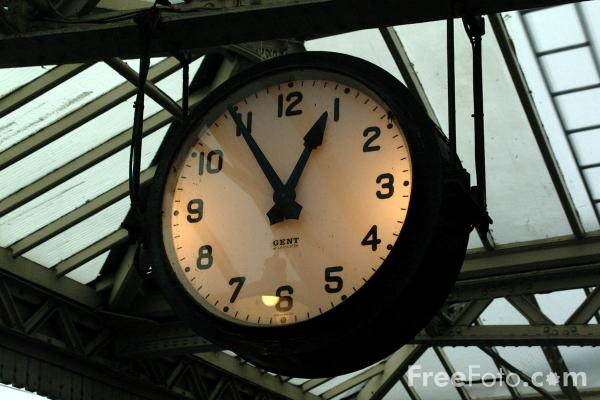 Picture of Railway Clock, Loughborough Central Station - Free Pictures - FreeFoto.com