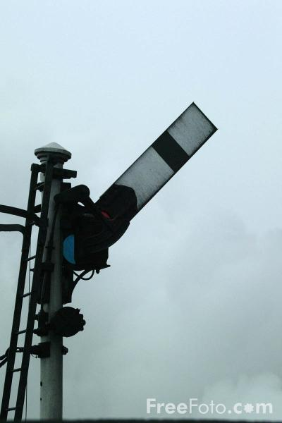 Picture of Railway Semaphore Signal, Loughborough Central Station - Free Pictures - FreeFoto.com