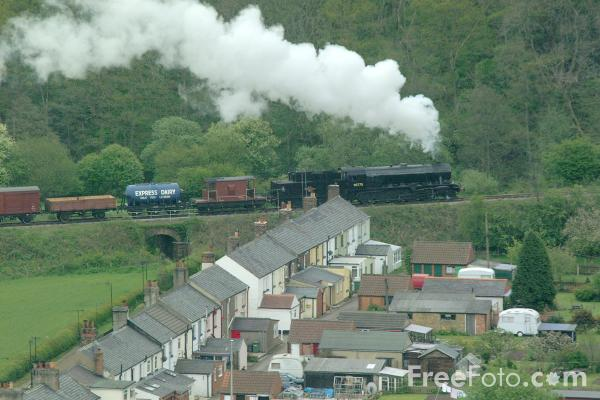 Picture of War Department Austerity 2-10-0 No. 90775 on a goods train near Grosmont - Free Pictures - FreeFoto.com