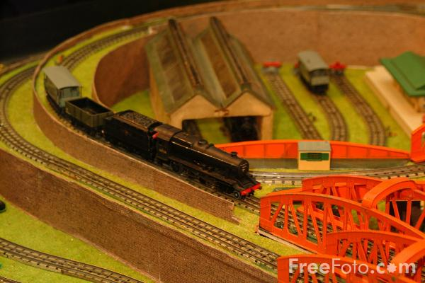 Picture of Blyth and District Model Railway Society Hornby Dublo Electric Train Layout - Free Pictures - FreeFoto.com