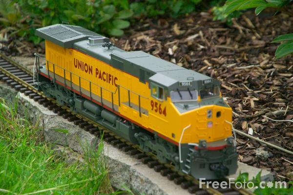 Picture of Union Pacific GE Dash 9-44CW Diesel Locomotive 9564 - Free Pictures - FreeFoto.com