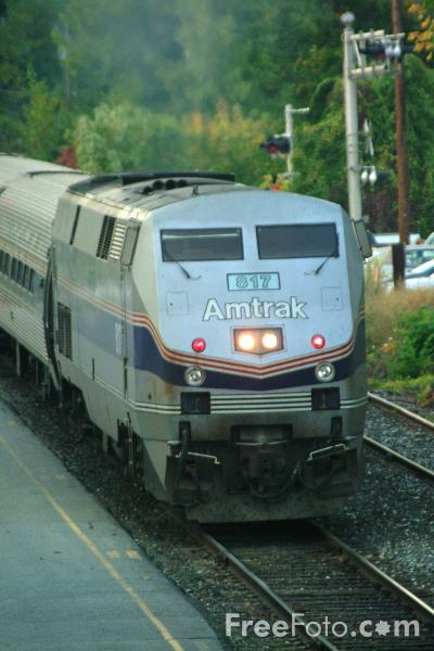 Picture of Amtrak P40 Genesis Locomotive 817 at Brattleboro Station on The Montrealer service - Free Pictures - FreeFoto.com