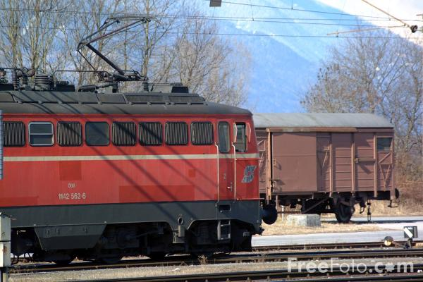 Picture of Austrian Railways Class 1142 562-8 - Free Pictures - FreeFoto.com