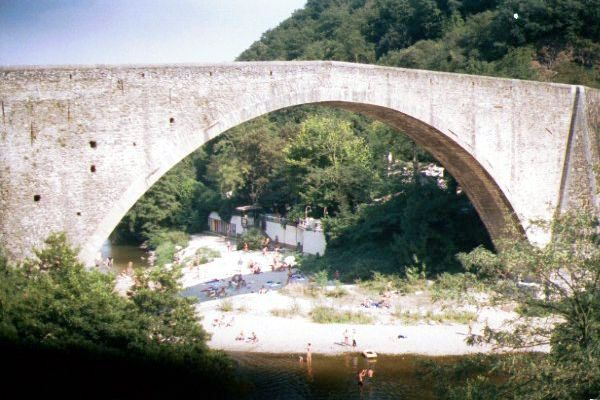 Picture of 51m wide Grand Pont, Douce-Plage - Free Pictures - FreeFoto.com
