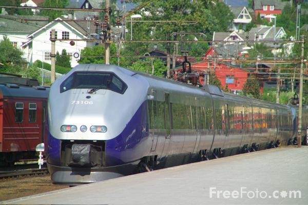 Picture of Norwegian State Railways Class 73 EMU high-speed train - Free Pictures - FreeFoto.com