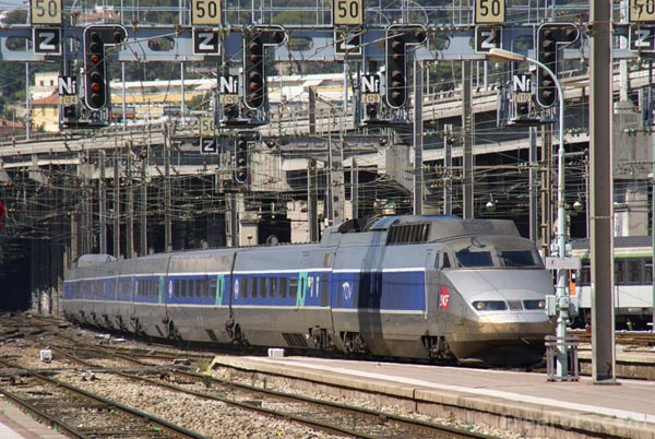 Picture of Train a Grande Vitesse - French TGV - Free Pictures - FreeFoto.com