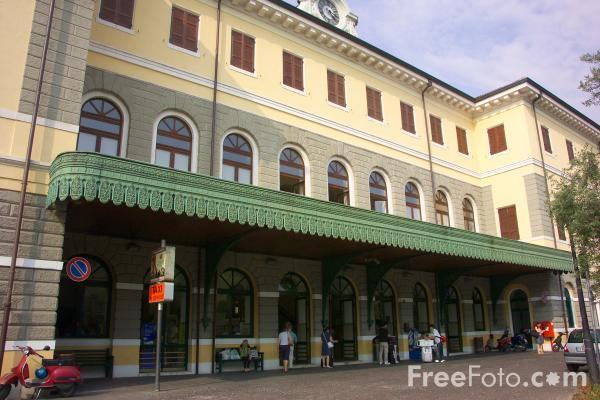 Picture of Dessansano Railway Station - Free Pictures - FreeFoto.com