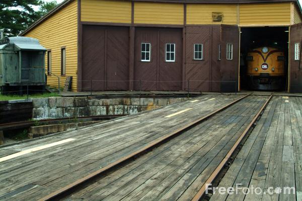 Picture of 4 stall roundhouse, Conway Scenic Railroad - Free Pictures - FreeFoto.com