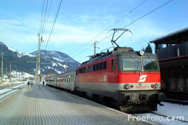 Picture of Austrian Railways Class 1142 617-8 - Free Pictures - FreeFoto.com